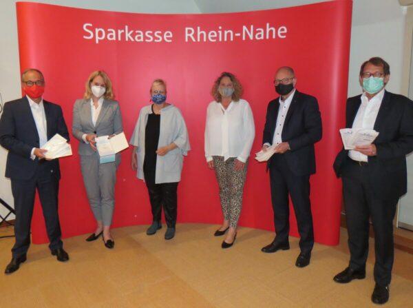 Sparkasse spendet 275.000 Masken an Landkreise und Stadt